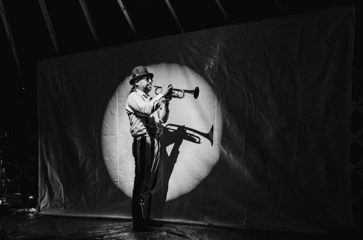 Za dveřmi – Pražský festival pouličního divadla 2016, fot. Karel-Fořt